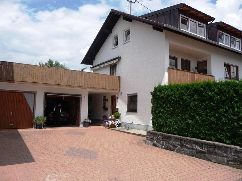 Modern Apartment in Dietmannsried by the Lush Forest, casa vacanza a Aitrach