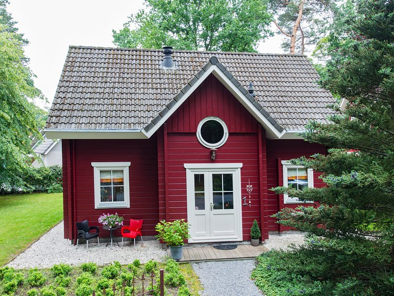 Cosy forest home with a wood burning stove near a forest, vacation rental in Helvoirt