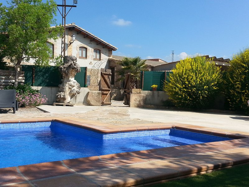 Magnificent restored stone house for 10 people with private pool in Solsona, vacation rental in Organya