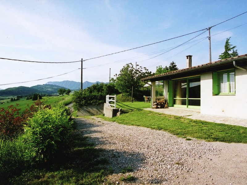 Beautiful Holiday Home in Bourdeaux with Hill View, holiday rental in Bourdeaux