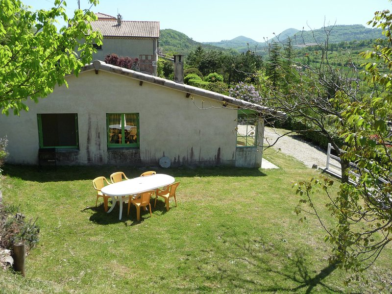 Stunning Holiday Home in Bourdeaux with Hill View, holiday rental in Bourdeaux