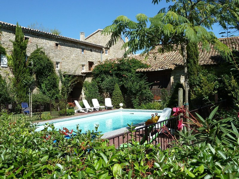Cozy Villa in Saint-Césaire-de-Gauzignan with Swimming Pool, holiday rental in Saint-Maurice-de-Cazevieille