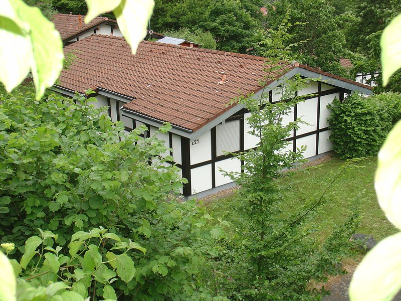 Detached bungalow with oven, located in a wooded area, holiday rental in Bebra