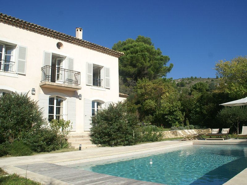 Atmospheric villa in pottery town Salernes (1 km), near many lovely villages, holiday rental in Villecroze