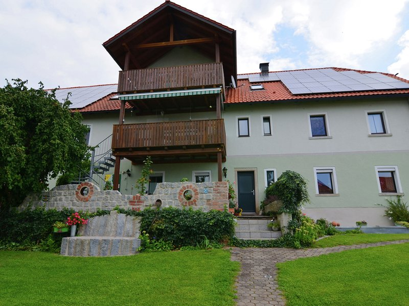 Cosy holiday home with a large garden in the Upper Palatine Forest Nature Park, holiday rental in Neustadt an der Waldnaab