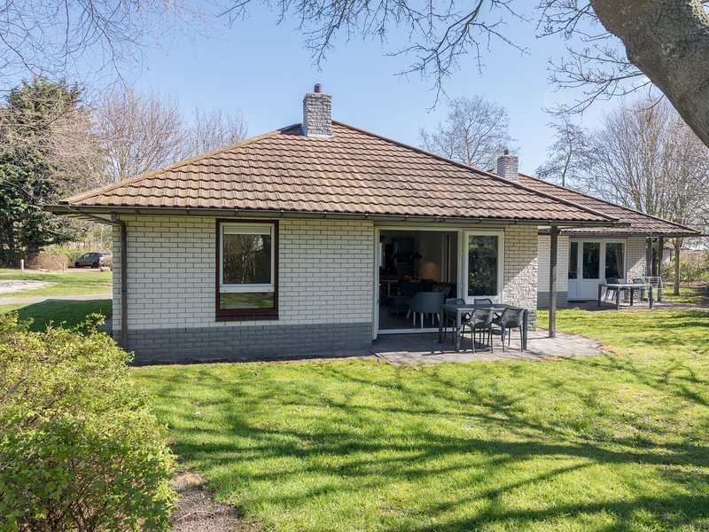 Restyled single storey bungalow, 1 km. from the sea on Texel, location de vacances à Den Burg