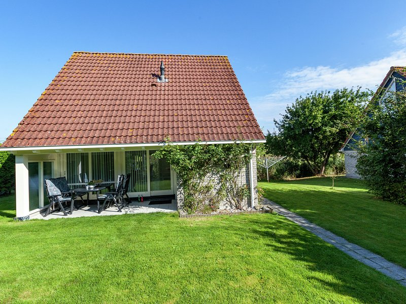 Superb detached house with spacious garden near the Lauwersmeer and wifi, Ferienwohnung in Anjum