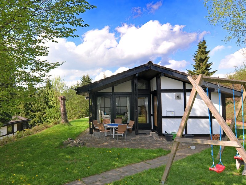 Modern Holiday Home in Mellinghausen with Terrace, alquiler vacacional en Kirchrarbach