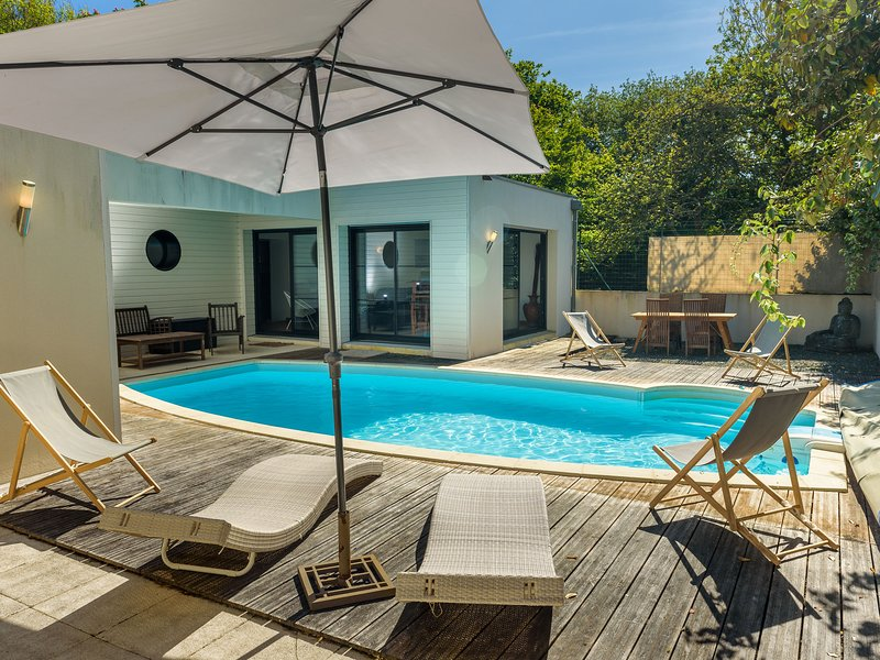 Beautiful Breton villa with private pool and large garden, 6 km from the coast, holiday rental in Saint-Guenole