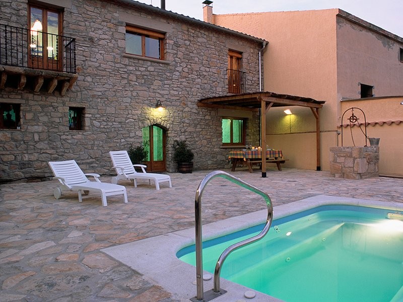 Modern Mansion in Guimerà with Private Pool, aluguéis de temporada em Duesaigues