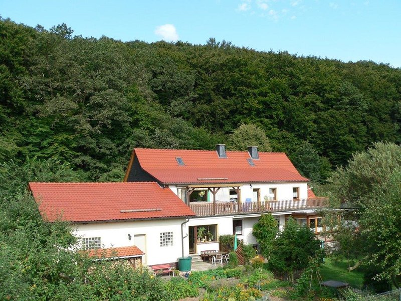 Holiday home with terrace, beautiful natural garden and playing opportunities fo, location de vacances à Korbach