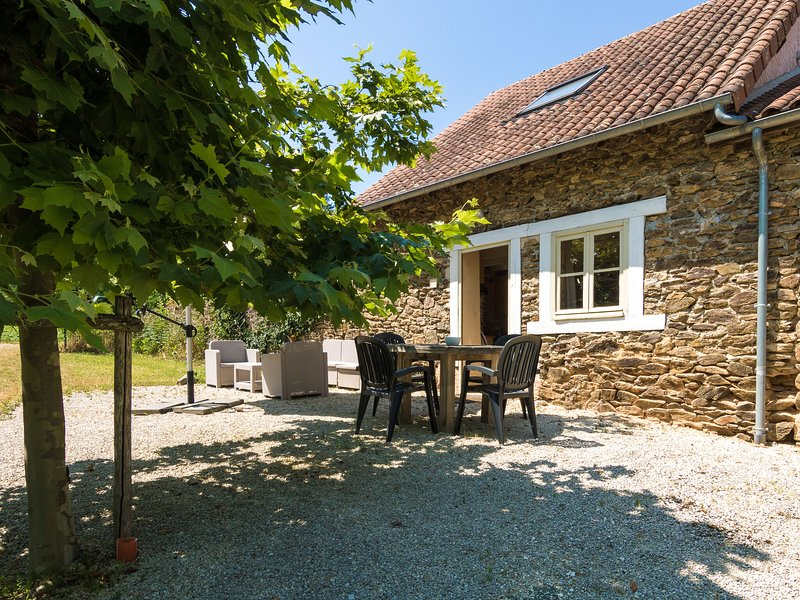 Quaint Cottage in Aquitaine with furnished garden, holiday rental in Saint-Priest-les-Fougeres