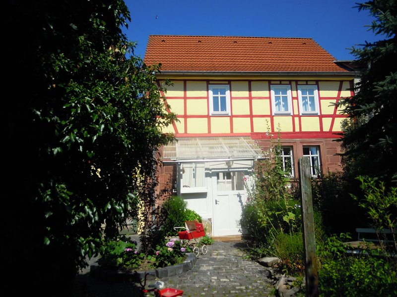 Luxurious holiday home in Steinthaleben Thuringia with private terrace, holiday rental in Urbach