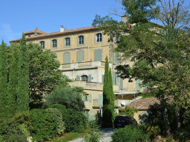 Luxurious Villa in Alzonne with Terrace, alquiler vacacional en Carlipa