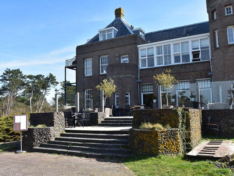 Modern Holiday Home in Bergen aan Zee with Beach Nearby, holiday rental in Bergen aan Zee