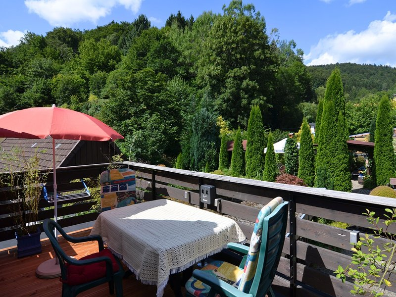 Small and rustic holiday home with balcony and beautiful view, location de vacances à Herzberg am Harz