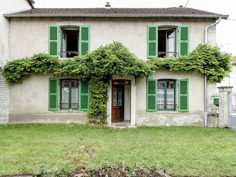Traditional house,Fishing,walking,30km from Vesoul, location de vacances à Recologne