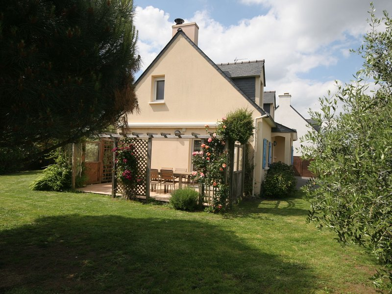 Authentic Villa in Erdeven France With Jacuzzi, holiday rental in Belz