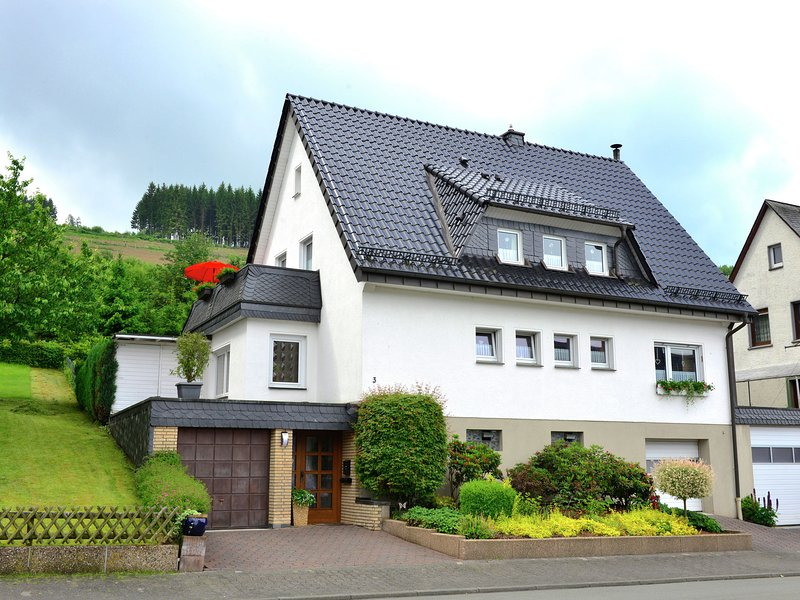 A completely new and comfortably furnished holiday home in a perfect location in, holiday rental in Ruthen