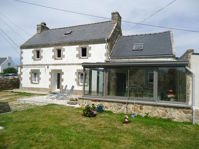 Cozy holiday home in Plogoff near the beach, holiday rental in Cleden-Cap-Sizun