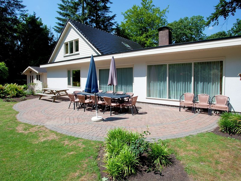 Comfortable villa with dishwasher in the middle of De Veluwe, holiday rental in Lunteren