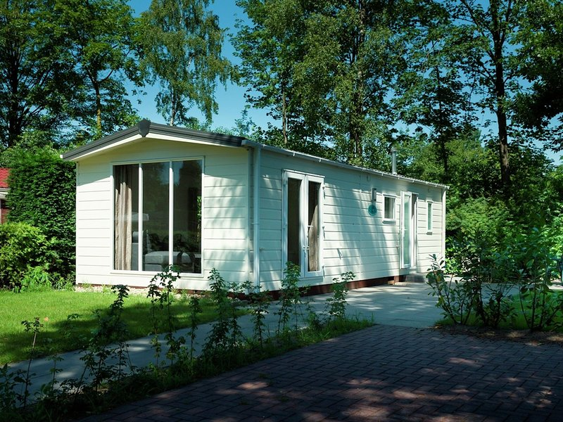 Comfortable chalet with a garden, at nature reserve, vacation rental in Enter