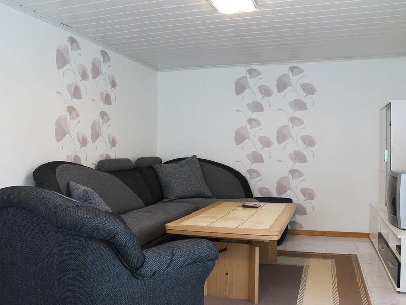 Charming Apartment in Stäbelow with Garden, holiday rental in Huetten
