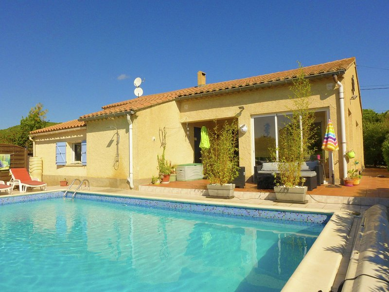 Lovely Holiday Home in Argeliers with Swimming Pool, holiday rental in Ouveillan
