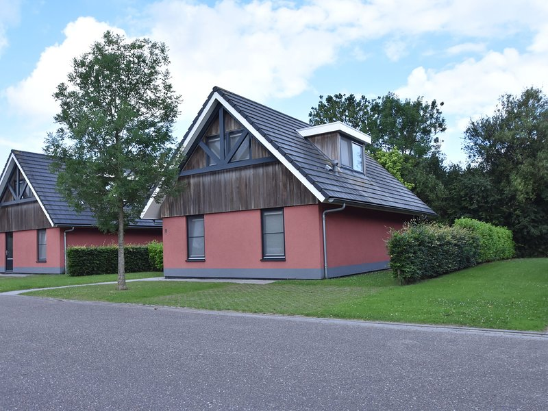 Comfortably furnished holiday home in a small park on the Slotermeer, holiday rental in Joure