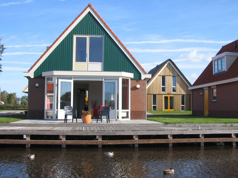 Cozy house with dishwasher, near a small beach, vacation rental in Elahuizen
