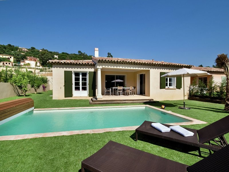 Detached villa with dishwasher, only 1 km. from the sea, holiday rental in Cavalaire-Sur-Mer