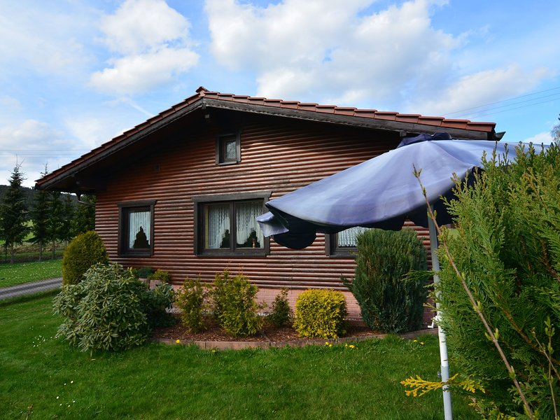 Holiday house in quiet, sunny setting in the Thuringian Forest; garden and grill, holiday rental in Neustadt am Rennsteig