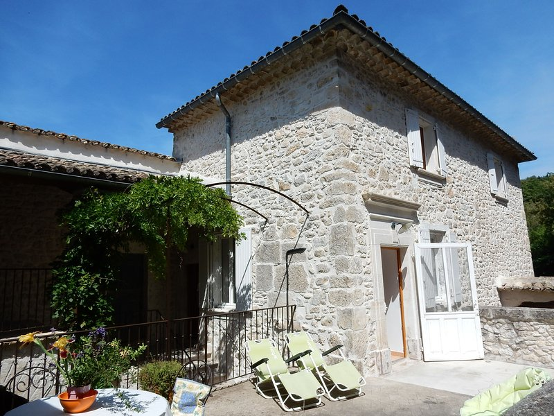 Charming Holiday Home In Montclus with Terrace, holiday rental in Mejannes-le-Clap