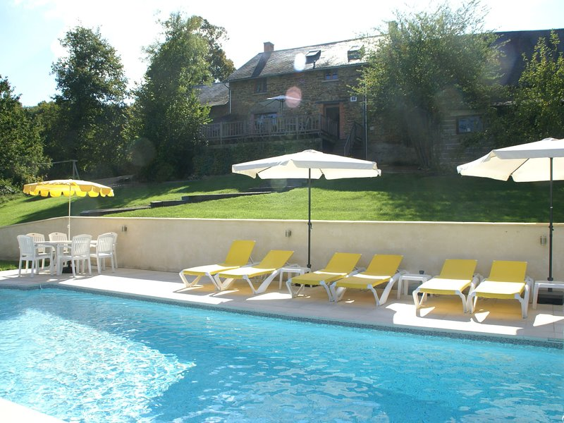 Spacious Holiday Home in Sussac France with Pool, holiday rental in Masleon