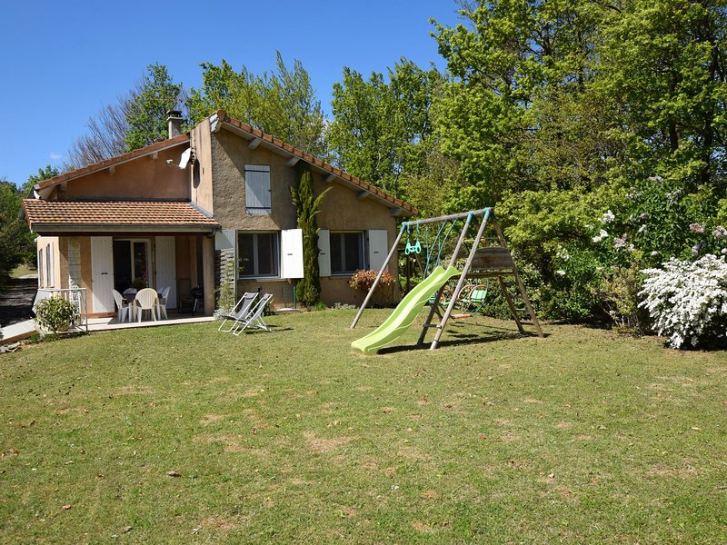 Holiday home in magnificent natural setting with breathtaking view, holiday rental in Chateauneuf-de-Galaure