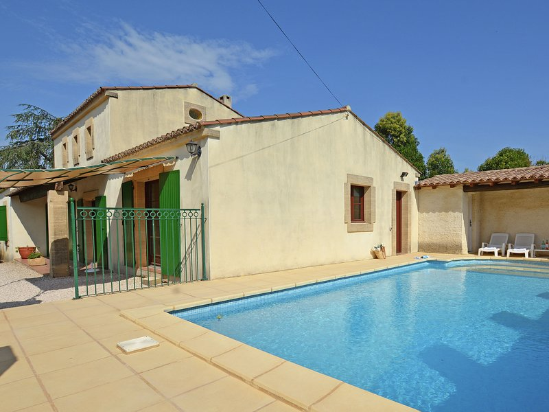 Beautiful Villa in Flaux with Swimming Pool, holiday rental in Valliguieres