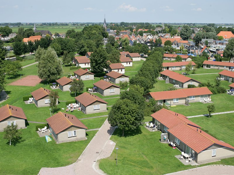 Single storey bungalow with a terrace, near a small beach, vacation rental in Elahuizen