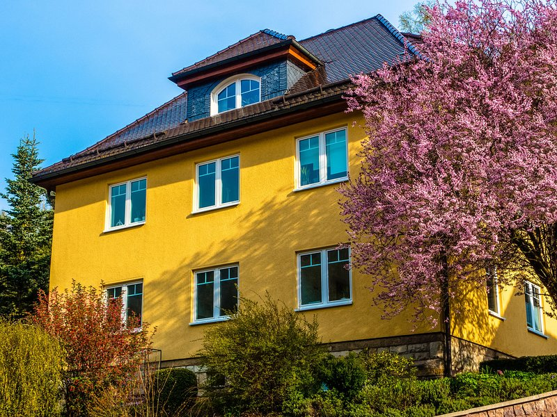 Modern apartment in the middle of the Thuringian Forest with use of garden and s, holiday rental in Neustadt am Rennsteig