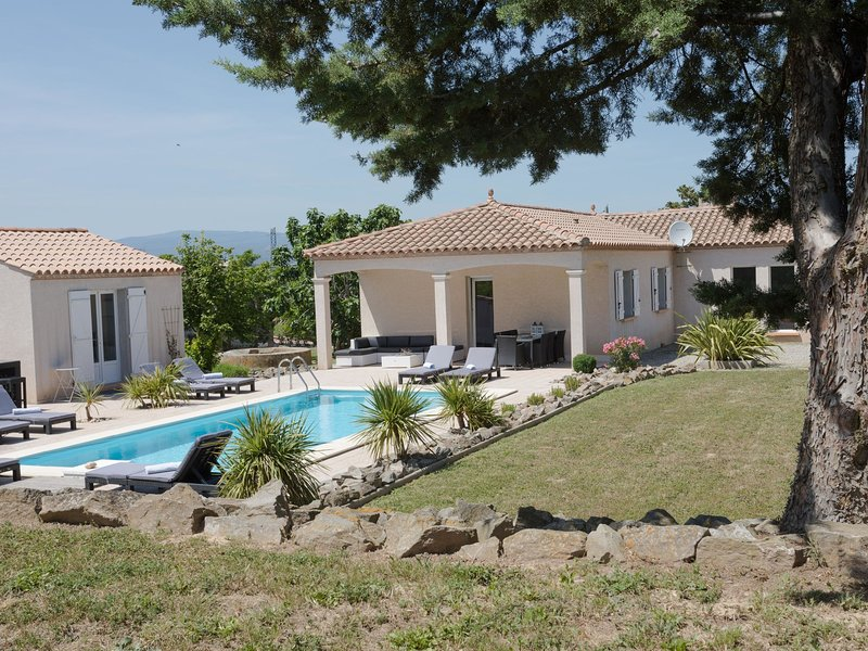 Lovely Villa in Castelnau-d'Aude with Swimming Pool, vacation rental in Puicheric