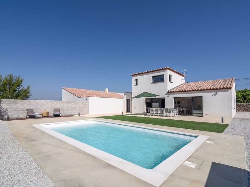 Villa with air conditioning and heated private swimming pool in enclosed garden, alquiler vacacional en Beaufort