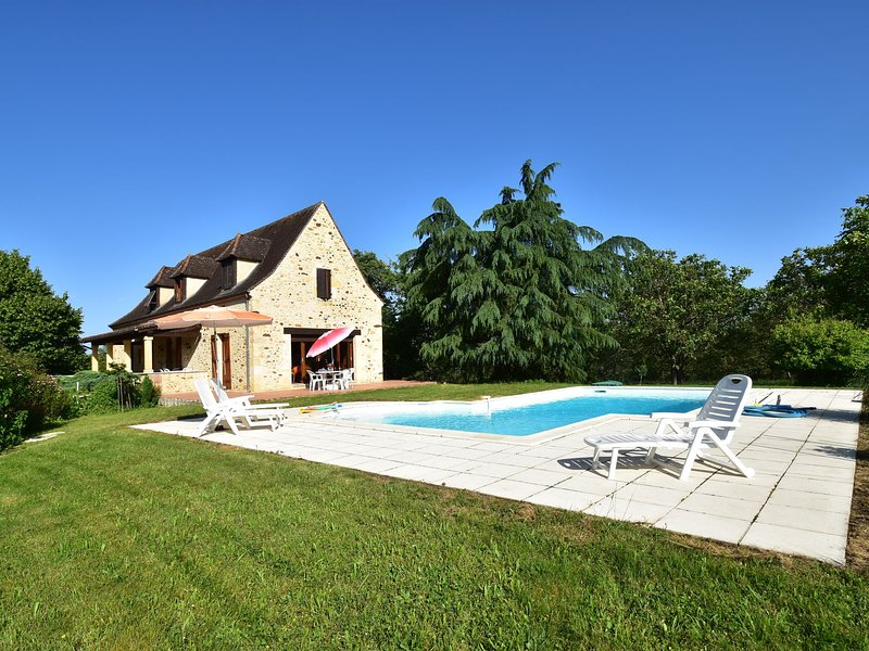 Vintage Holiday Home in Orliac with a Priavte Pool, holiday rental in Saint Pompon