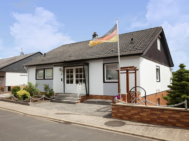 Magnificent Holiday Home in Reil Germany With Garden, vacation rental in Alf