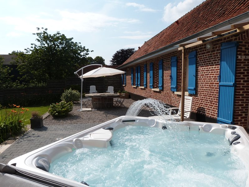 Lovely Holiday Home with Jacuzzi in Mouriez North France, holiday rental in Aubin-Saint-Vaast