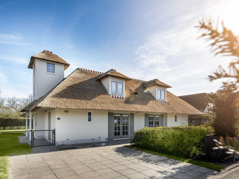 Restyled spacious villa with whirlpool sea at 1km in Domburg, location de vacances à Domburg