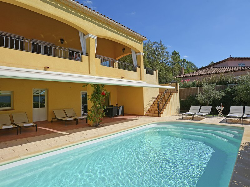 Spacious luxury villa with private heated pool and stunning views, holiday rental in Vidauban