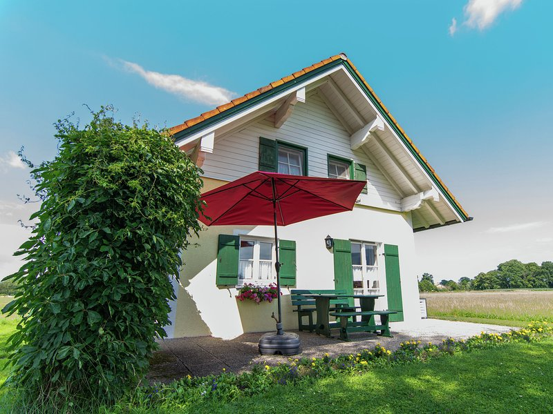 Detached, comfortable holiday home near the Chiemsee with terrace and garden, holiday rental in Aschau Im Chiemgau