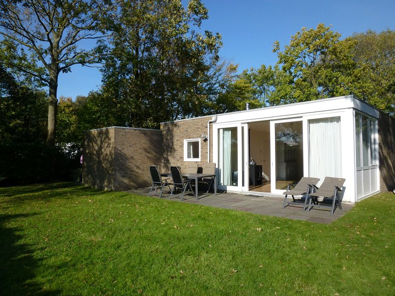 Detached Bungalow in Kamperland by the Lake, vacation rental in Veere