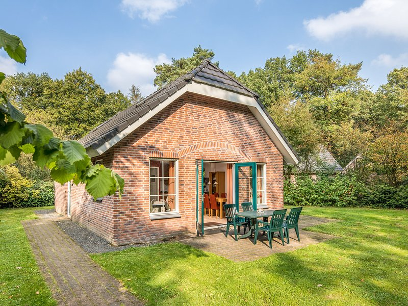 Detached holiday home with dishwasher, in a nature reserve, Ferienwohnung in Zwiggelte