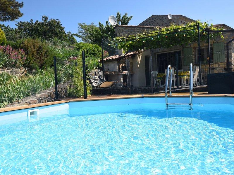 A beautiful, completely renovated village house with private swimming pool, location de vacances à Villeneuve-de-Berg