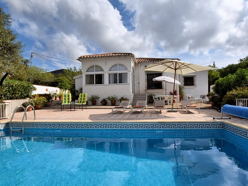 Lovely Holiday Home with Private Pool in Almogía, location de vacances à La Joya